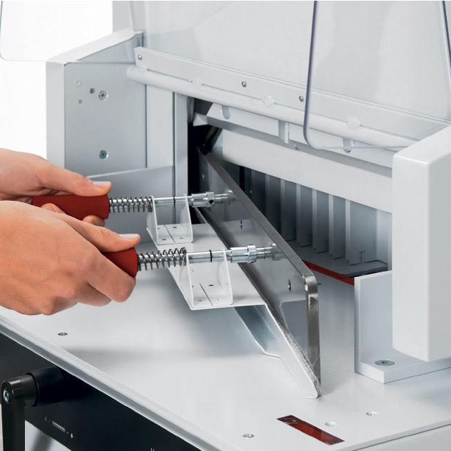 Elektrischer Stapelschneider IDEAL 4815 sicherer Messerwechsel
